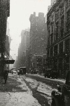 liquidnight:    David Vestal  Snow, West 22nd Street, 1958  From The New York School: Photographs, 1936-1963