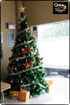 Hi, guys !  Gak terasa ya, natal sudah ada didepan mata kita. Gimana persiapan kalian dalam menyambut hari natal ?. Apakah sudah menghias pohon natal, persiapan berkumpul dengan keluarga dan kerabat, serta menghiasi rumah kalian dengan dengan dekorasi yang kental dengan suasana natal?.  Jangan lupa, bukan cuman pohon natal dan dekorasi aja yang kita siapkan, tetapi kesehatan, hati, dan fikiran kita juga harus kita persiapkan dalam menyambut natal. God Bless Us....^^