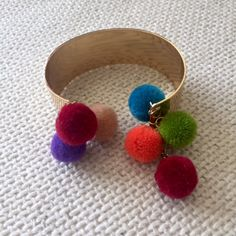 POMPON MUTLICOLOR GOLD BANGLE