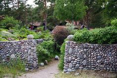 Stenmur, en sommardag på Sandön. Foto av Alicia Sivertsson - www.aliciasivert.se Stepping Stones, Future, Garden, Outdoor Decor, Stair Risers, Future Tense, Garten, Lawn And Garden, Gardens