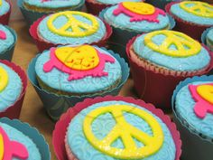 Caketutes Cake Designer: Cupcake Hippie Chic - Owl Cupcake - Love and Peace  Cupcake