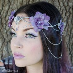 An original elven crown design made by Freckles, with silver wire base and lavender flowers and dangling silver chains. Ties in the back for an adjustable fit. Allow 2-3 days for creation time. Shipped via USPS first class mail.