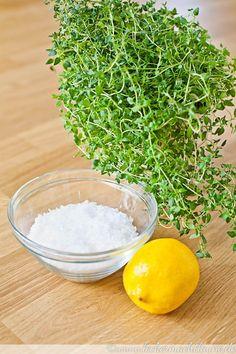 Ein köstliches hausgemachtes Salz und gleichzeitig ein tolles Geschenk aus der Küche: Thymian-Zitronen-Salz.