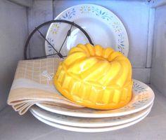 Puddingvorm geel www.detijdvantoen.net Brocante & Styling