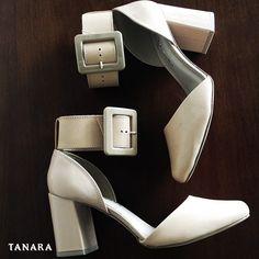 Um sapato maravilhoso pode mudar sua vida. Não acredita? Pergunte para a Cinderela! #amamossapatos #amamosTanara