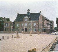 Wilhelminaplein, met links vooraan interieurwinkel Maas, daarachter Winkel van Rijswijk.