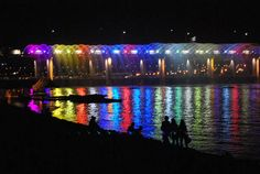 Banpo Bridge Fountain (Seoul) Amazing Bridge This bridge is count in world most interesting bridges here are some best pics.Banpo Bridge is a bridge w… Han River, Korean Peninsula, Riverside Park, Silhouette Photography, Win A Trip, What A Wonderful World, Vacation Trips, Vacations, South Korea