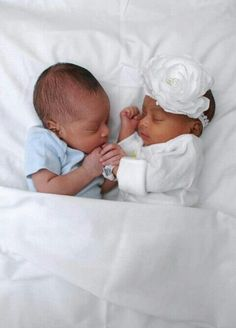 """""""Zyaire, please don't leave me! I'll do anything, but you gotta promi… General Fiction Cute Baby Twins, Twin Baby Boys, Boy Girl Twins, Cute Little Baby, Baby Kind, Pretty Baby, Black Twin Babies, Baby Baby, Newborn Pictures"""