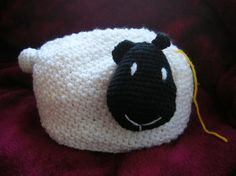 Sheep yarn holder, A cute sheep that will help you keep the skein of yarn in place! Its tail can be used as a pin cushion, tool: FREE crochet pattern Sheep yarn holder, A cute sheep that will help you keep the skein of yarn in place! Crochet Sheep, Crochet Gratis, Crochet Home, Cute Crochet, Crochet Yarn, Easter Crochet, Knitting Projects, Crochet Projects, Diy Yarn Holder