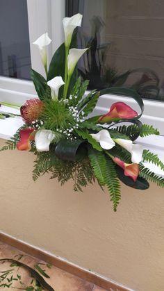 Tropical Flower Arrangements, Creative Flower Arrangements, Vase Arrangements, Flower Centerpieces, Flower Vases, Flower Decorations, Beautiful Rose Flowers, Beautiful Gardens, Arte Floral