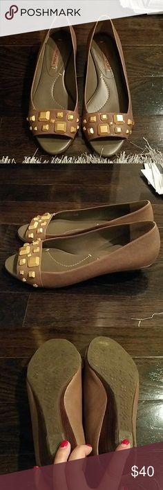 Sweet mini wedges Like new. Leather bcbg maxazria open toed 1 inch wedges. Gold hardware. BCBGMaxAzria Shoes Wedges