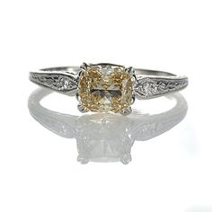 Absolutely gorgeous. If I could have any one engagement ring, this would be it.