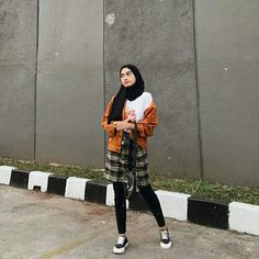 25 Ideas For Style Hijab Casual 2019 Modern Hijab Fashion, Street Hijab Fashion, Muslim Fashion, Casual Hijab Outfit, Ootd Hijab, Sporty Outfits, Outfits For Teens, Vintage Photography Women, Checkered Outfit
