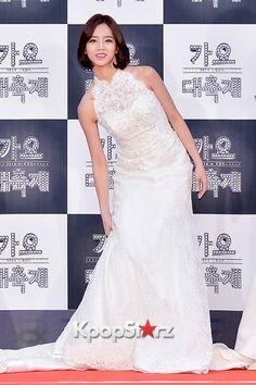 Hyeri - Girl's Day at 2014 KBS Gayo Daechukje Red Carpet Lee Hyeri, Girl Sday, Korean Music, One Shoulder Wedding Dress, Red Carpet, Kpop, Actresses, Wedding Dresses, Cute