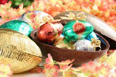 """En esta semana santa descubre los momentos mágicos de la pascua y llénala de sabor y diversión con los """"HUEVOS DE CHOCOLATE"""" de la @Reposteria Astor   www.elastor.com.co"""