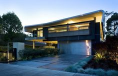 http://architecture-article.com #modern #architecture #modernarchitecture #sustainable #steelgaragesrock #industrial