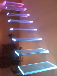 Sistema d'illuminazione dinamica con led RGB integrati nei gradini di vetro Dream Home Design, Modern House Design, Home Interior Design, Game Room Design, Aesthetic Room Decor, Room Setup, Staircase Design, Dream Rooms, Home Decor Furniture