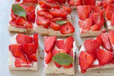 beautiful strawberry cheesecake squares