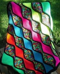This crochet pattern is available for free… Full post: Streamwave Throw