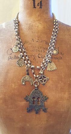 Antique Amulettes berbères marocains et Hand Made Argent Chaînes - Bijoux Victoria Z Rivers withAntique marocaine Argent Amulettes ++ Coral + Coins + Perles commerce + __gVirt_NP_NNS_NNPS<__ Diamants tribaux ™