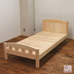 ヘッドカーブ・フットにカーブ柵のベッド NO1403048 | ヒノキ・ワークスの オーダーメイド ベッド集 Kids Bed Design, Wood Bed Design, Bed Frame Design, Bedroom Bed Design, Diy Bed Frame, Living Furniture, Bed Furniture, Furniture Design, Simple Bed Designs