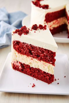 Why make plain red velvet cake when you could add CHEESECAKE to it? Get the reci… - Red Velvet Cake Köstliche Desserts, Holiday Baking, Christmas Desserts, Delicious Desserts, Dessert Recipes, Christmas Cheesecake, Strawberry Desserts, Christmas Baking, Christmas Cookies