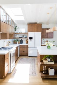 A Bright Midcentury House Tour - Juniper Home - A Bright Midcentury House Tour – Little Green Notebook - Home Decor Kitchen, Interior Design Kitchen, New Kitchen, Home Kitchens, Kitchen Dining, Kitchen Cabinets, White Kitchen Appliances, Country Kitchen, Kitchen Ideas