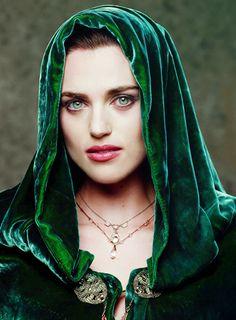 Katie McGrath as Morrigan. Morgana Le Fay, Merlin Morgana, Merlin Tv Series, Merlin Cast, Beautiful Eyes, Beautiful People, Merlin Fandom, Lena Luthor, Katie Mcgrath