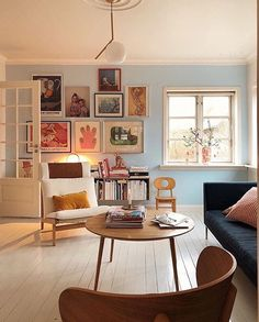 Fun soft pastels can help bring to life a gallery wall of loved prints and collected pieces. Not to mention good lighting, living spaces with a fun se… - Decoration For Home Home Living Room, Living Room Decor, Living Spaces, Living Room Daybed, Pastel Living Room, Small Living, Inside Design, Home And Deco, Cool Lighting