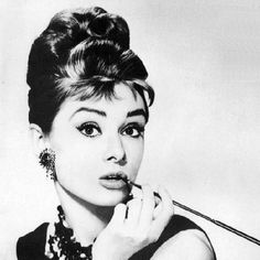 Image from http://www.thevintagenews.com/wp-content/uploads/2015/06/audrey-hepburn-hairstyle.jpg.