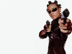 Bantu knots, like Jada Pinkett wore in The Matrix, are yet another way to get heat-free curls! Great for kids, too, apparently. Bantu Knot Out, Bantu Knots, Jada Pinkett Smith Matrix, Jada Pinkett Smith Movies, Matrix Frases, Matrix Reloaded, Badass Women, Cultura Pop, Keanu Reeves