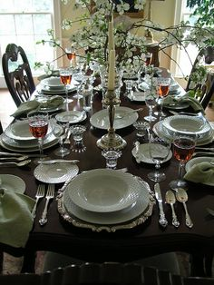 Beautiful tablescapes in 2019 table settings, table Table Place Settings, Elegant Table Settings, Beautiful Table Settings, Dining Table Design, Dining Room Table, Cocina Shabby Chic, Entertainment Table, Elegant Dining, Table Arrangements