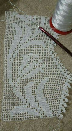 Romantic white filet crochet table doily or runner, rustic or cottage chic style, afternoontea wedding decor, garden tea party Crochet Boarders, Crochet Lace Edging, Filet Crochet, Crochet Doilies, Crochet Stitches, Crochet Baby, Knitting Patterns, Crochet Patterns, Russian Crochet