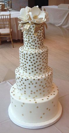 For those of you who love Kate Spade and/or Polkadots :: Daily Wedding Cake Inspiration (New! Elegant Wedding Cakes, Beautiful Wedding Cakes, Wedding Cake Designs, Beautiful Cakes, Amazing Cakes, Fancy Cakes, Cute Cakes, Pretty Cakes, Foto Pastel