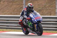 O piloto liderou a tabela de tempos com um registo de 2m00,246s, seguido por Pedrosa e Márquez. Rossi em quinto. A segunda sessão de treinos livres do Grande Prémio Shell da Malásia de MotoG...