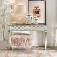 14 Trendy Bedroom Design and Decor Ideas for Your Next Makeover - The Trending House My Living Room, Living Room Decor, Bedroom Decor, Glam Bedroom, Bedroom Apartment, Entryway Furniture, Entryway Decor, Mirrored Furniture, Deco Rose