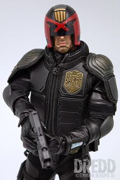"""Art Figures AF-015 1/6th scale Heavy Armoured Special Cop """"DREDD"""" 12-inch figure Review II"""