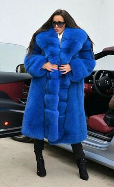 Nadire Atas on Fur Fashion Fur Coat Outfit, Fur Coat Fashion, Blue Fur Coat, Fox Fur Coat, Yves Klein, Fur Accessories, Fabulous Furs, Chinchilla, Fur Collars