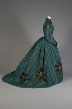 Day dress, 1860's From the Kent State University Museum More