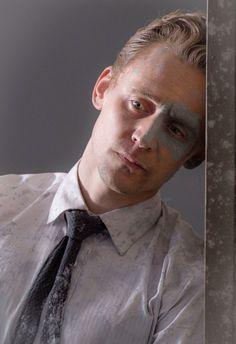 Tom Hiddleston as  Dr Robert Laing - High Rise