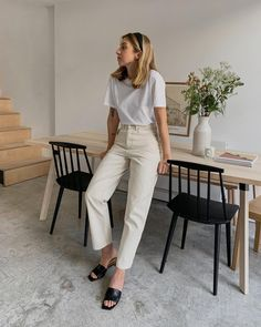 Hats off to those who can maintain long hair, I finally caved and rejoined the … Ich verabschiedete mich von denen, die lange Haare pflegen können, und trat schließlich dem 'Lob'-Club bei. Mode Outfits, Casual Outfits, Fashion Outfits, White Outfit Casual, Beige Outfit, White Outfits, 80s Fashion, Ootd Fashion, Simple Outfits