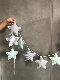 Garland with stitched stars as a beautiful and reusable Christmas decoration / reusable christmas decoration: garland with fabric stars made by Bab Baby Crafts, Felt Crafts, Fabric Crafts, Sewing Crafts, Diy And Crafts, Sewing Projects, Christmas Sewing, Handmade Christmas, Christmas Crafts
