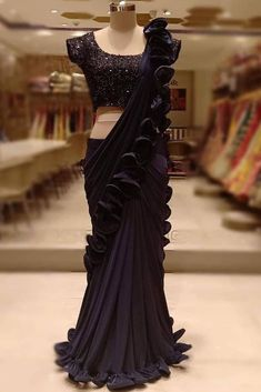 black saree party wear weddings - Source by - Black Saree Designs, Half Saree Designs, Saree Blouse Designs, Blouse Patterns, Mehndi Designs, Fancy Sarees Party Wear, Saree Designs Party Wear, Blouse Designs Catalogue, Trendy Sarees