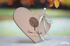 Porta-alianças coração Árvore da vida para casamentos Alex And Ani Charms, Diana, Place Card Holders, Bracelets, Cards, Jewelry, Cushion Wedding Bands, Double Sided Picture Frame, Tree Of Life