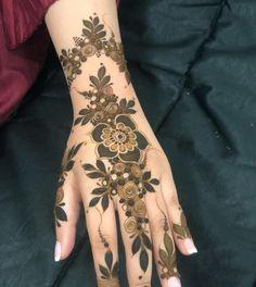 Modern Henna Designs, Floral Henna Designs, Back Hand Mehndi Designs, Modern Mehndi Designs, Mehndi Designs For Girls, Henna Art Designs, Mehndi Designs For Beginners, New Bridal Mehndi Designs, Mehndi Designs For Fingers