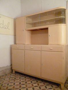 küchenbuffet Furniture Makeover, Furniture Decor, Vintage Kitchen Cabinets, Retro Bathrooms, Corner Unit, Shabby, Upcycled Furniture, Kitchen Interior, Vintage Decor