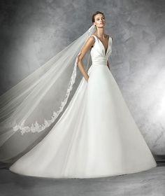 Pronovias 2016 | Vestido de noiva - Modelo Plaza em mikado com decote em bico