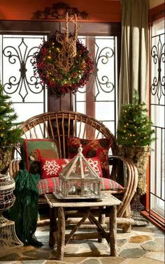 Beautiful combination of elements for Christmas decorating.