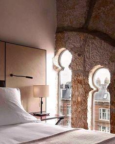 Прекрасные окошки в этом отеле не правда ли))