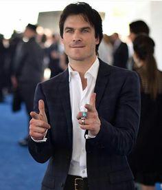 BANG BANG Dei um tiro certo em você. Quem aí tá maratonando The Vampire Diaries? Quem gosta de The Vampire Diaries? by dicasnetflixbr